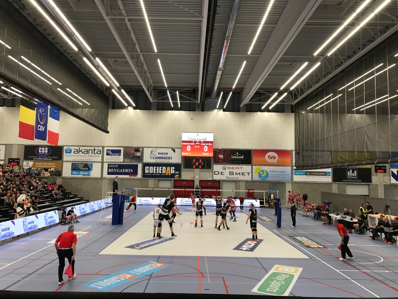 VEKO voorziet de LED verlichting van het nieuwe sportcomplex te Schotte!